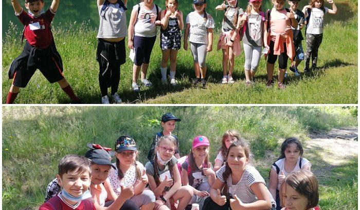 Uczniowie klasy 3b w trakcie gry terenowej